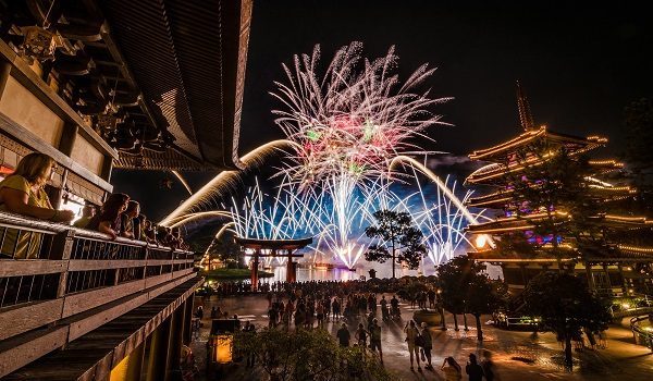 illuminations-finale-japan-crowd-epcot.jpg